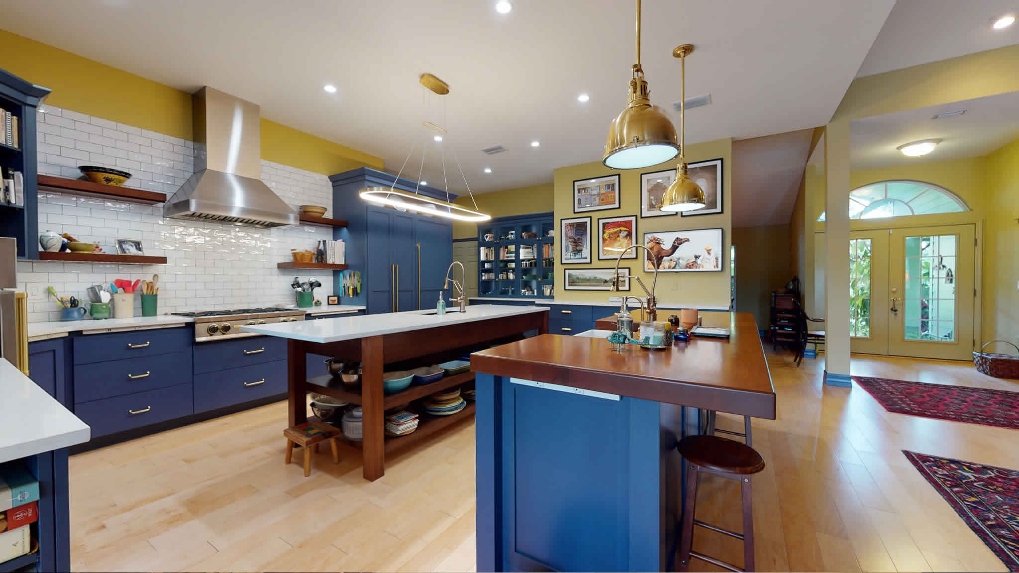 Wooden and Quarz Countertops after Remodeling